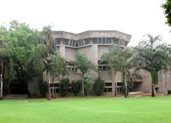 banking and finance course in delhi university