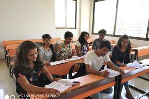LN COLLEGE - Classroom