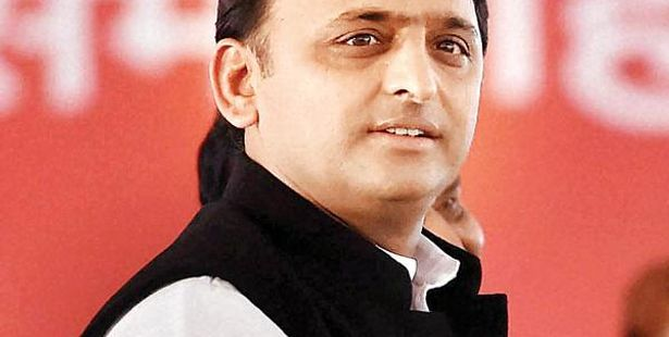 Akhilesh Yadav handed over 1000 appointment letters to Skill Development Trainees