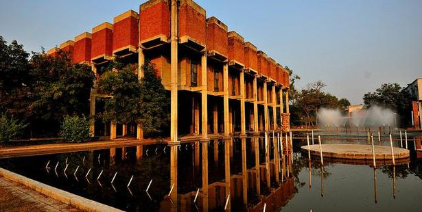 IIT Kanpur restarts MBA admissions 2016
