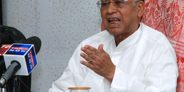 Tarun Gogoi wants 'Super 30' in Assam, asks founder to start initiative